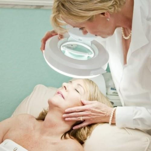 Coraz większe zastosowanie w medycynie estetycznej fototerapii światłem LED
