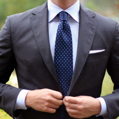 Współcześni mężczyźni nie noszą krawatów z obowiązku, lecz po to, by pokazać swój styl