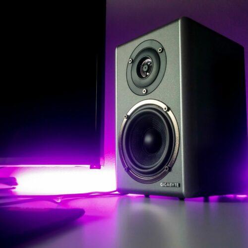 Jak wybrać głośniki? Poradnik zakupowy